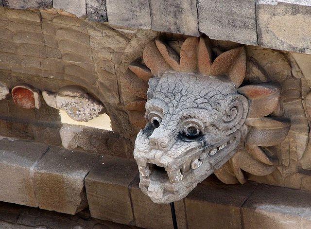640px-Busto_quetzalcóatl_en_Teotihuacán_(cropped)